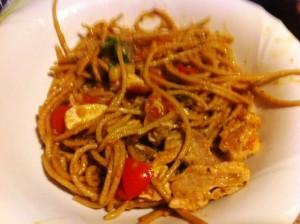 Gli spaghetti all'ortica con  melanzane, tonno e pomodorini di Prisca