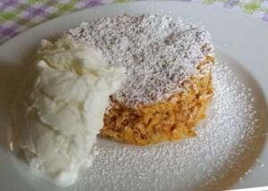 Una vera golosità la torta di carote di Laura e Matte, accompagnata dal gelato